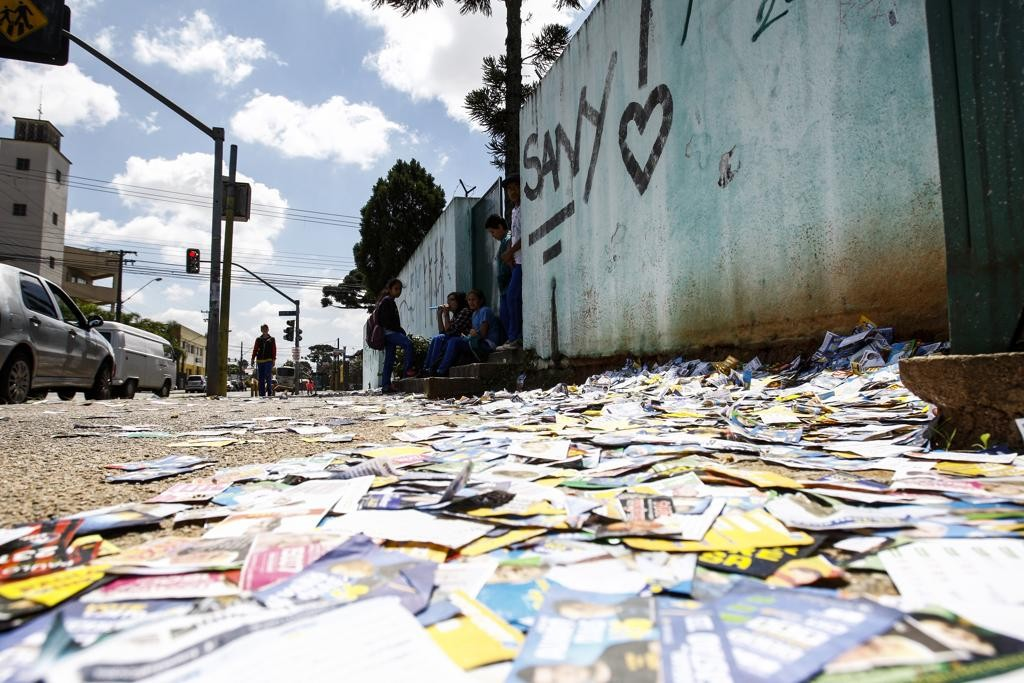 Partidos políticos são as instituições em que os curitibanos menos confiam