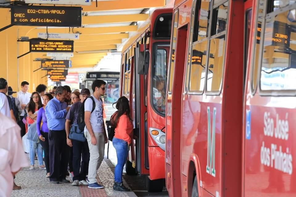 Transporte público é sinônimo de economia e agilidade nas grandes cidades