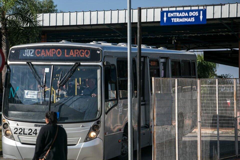 """Utilizar o transporte coletivo no """"contra fluxo"""" é vantajoso para empresas, pessoas e para a cidade"""