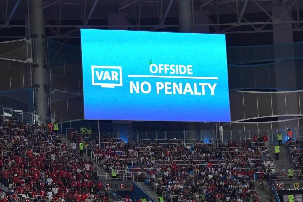 Como ficariam as oitavas de final sem árbitro de vídeo (VAR)? Totalmente diferente!