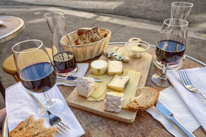 Aprenda a harmonizar queijos e vinhos